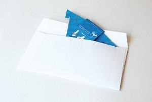 畳めば長3封筒に入る、紙製スマホスタンド