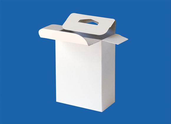 店頭で吊り下げて陳列できるように箱上部に穴をあけた吊り下げタイプの箱